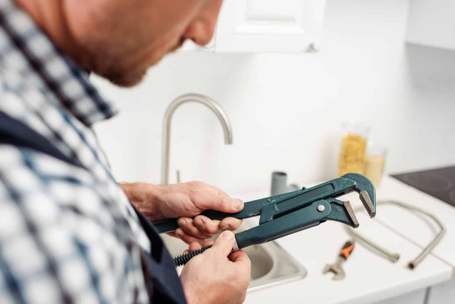 How to Repair Low Pressure in a Kitchen Sink